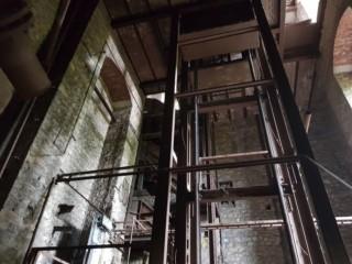 Hasard Vast gezette lift in schacht